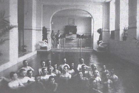 Bazinul de înot din Palatul Neptun în anul 1915/ Foto: druckeria.ro