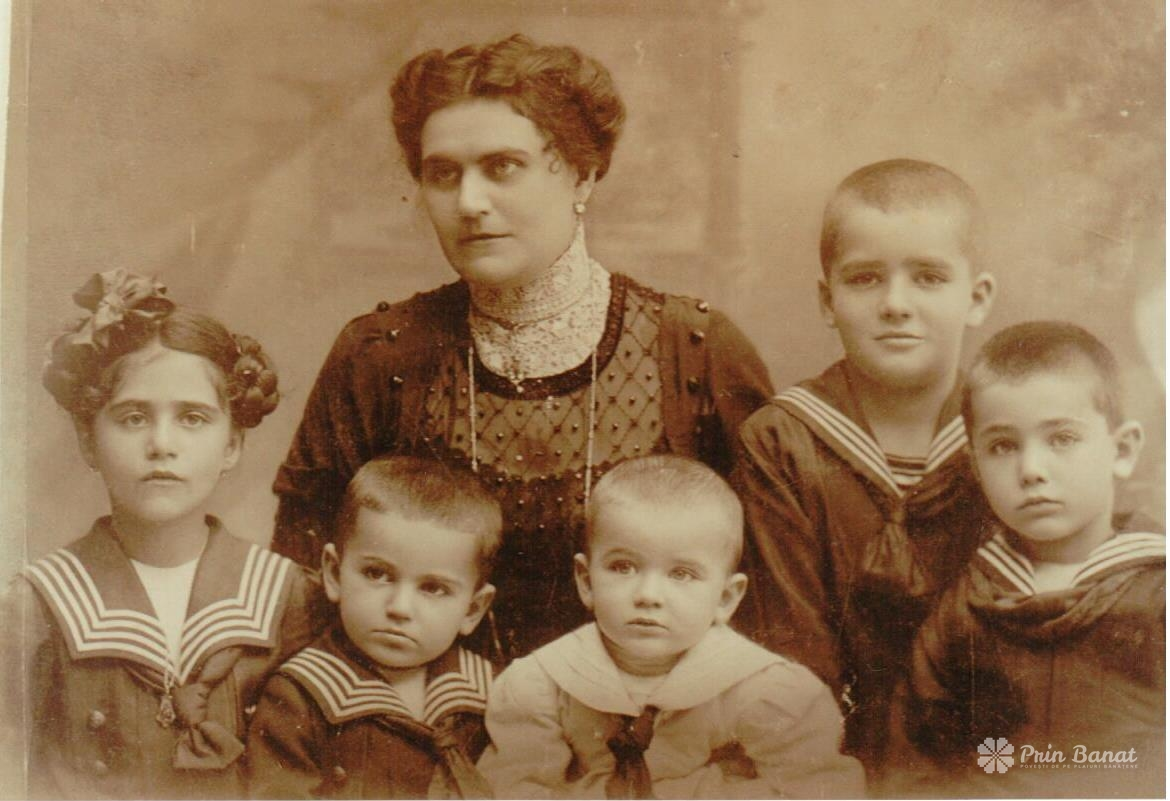 Jelena Mučalov (Maika) and her children in Timișoara, cca. 1911