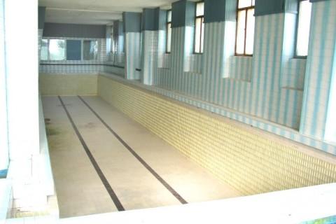 Bazinul de înot din Palatul Neptun în anul 2003. Foto: druckeria.ro