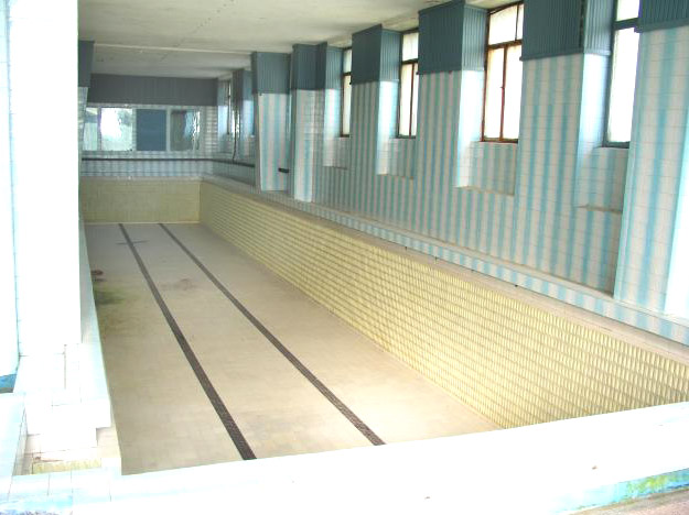 The swimming pool of the Neptun Baths in 2003/ Photo: druckeria.ro